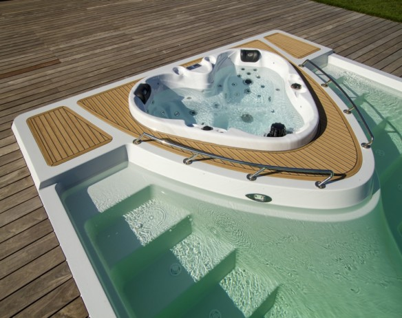 Yacht Pool medence